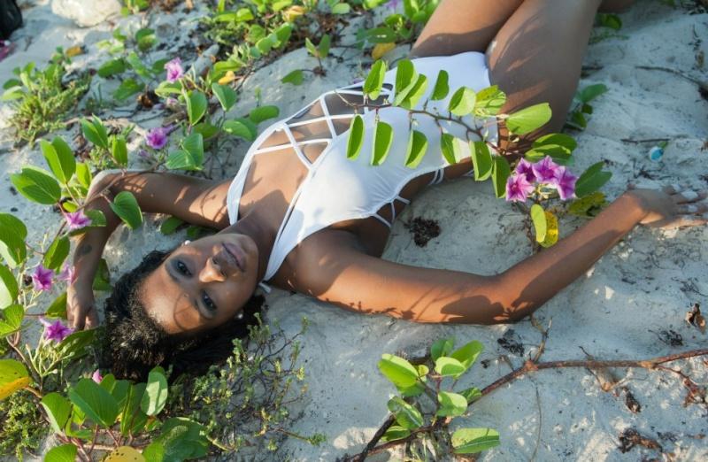 Female model photo shoot of Ellenaj Ecurb