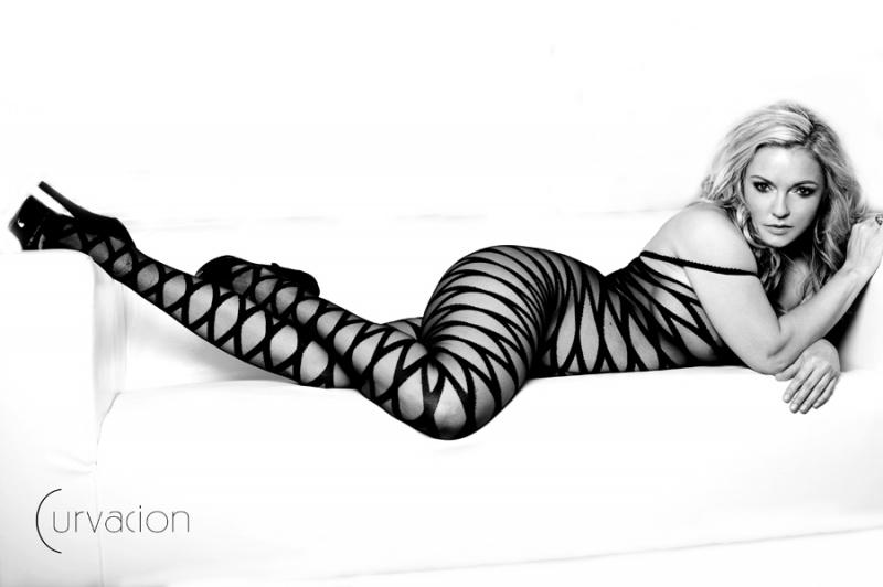 Female model photo shoot of Lana Laine by C U R V A C I O N