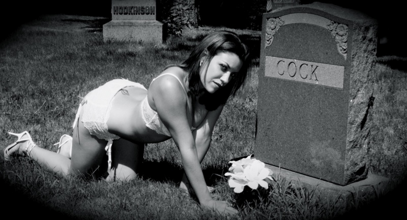 MA Apr 25, 2013 kevin MacDonald Photography - Allan Kopek Scream Queen Tiffany Shepis (SHARKNADO 2) - photo shoot in the cemetery