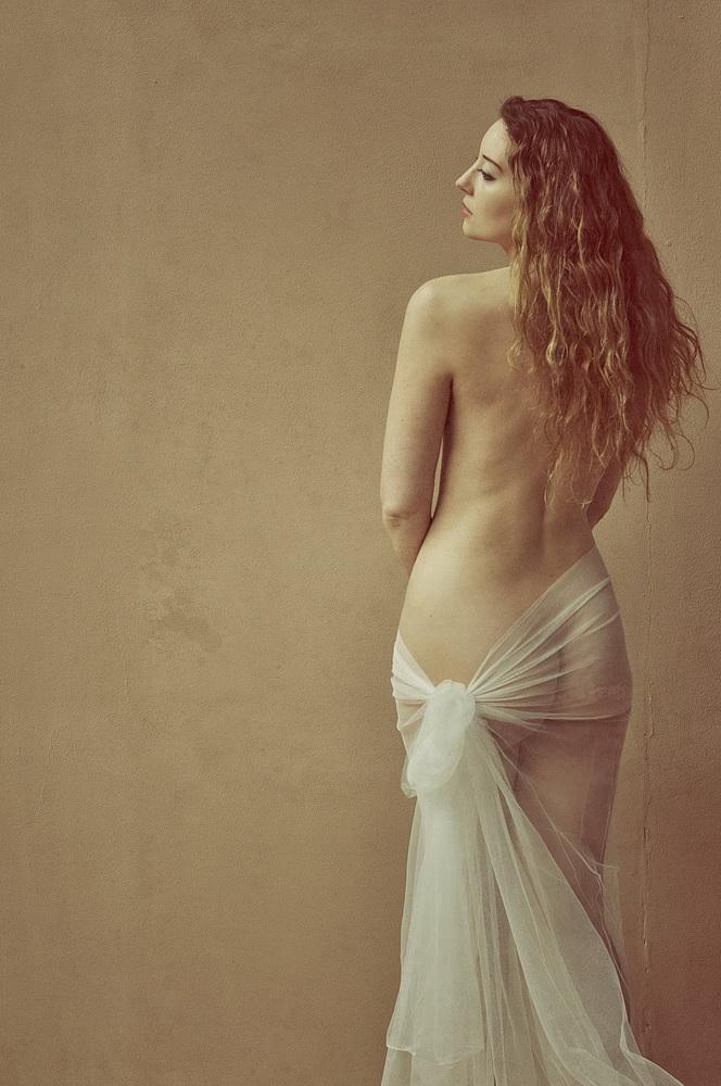 Female model photo shoot of Ella Rose Muse