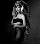 http://photos.modelmayhem.com/photos/130503/03/51838e22b9d2f_m.jpg