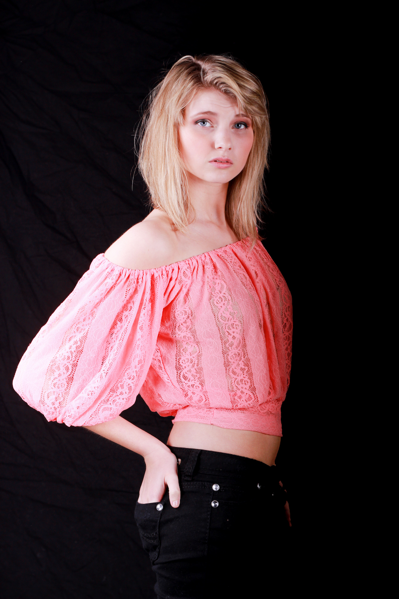 http://photos.modelmayhem.com/photos/130507/21/5189d23f09349.jpg