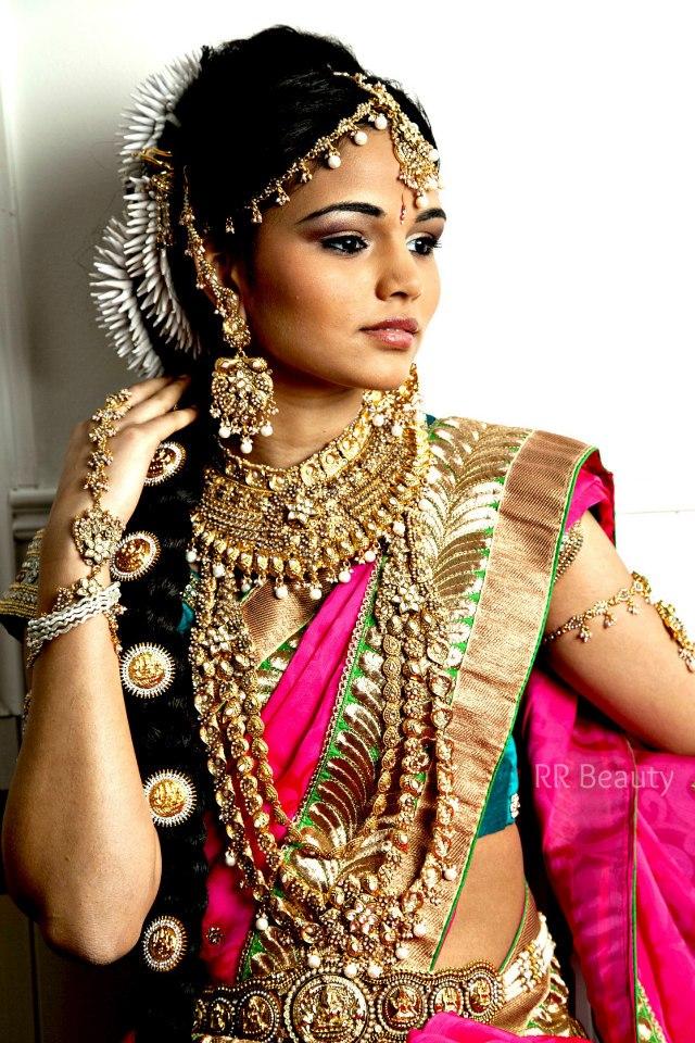 Female model photo shoot of Nayomi Fernando