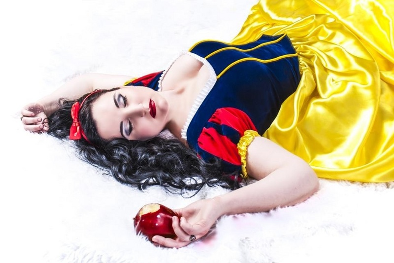 May 12, 2013 Bombshell Pinups Snow White