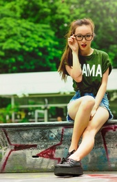 https://photos.modelmayhem.com/photos/130513/01/5190aa4e1be82_m.jpg