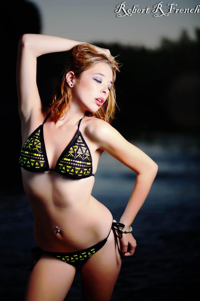 https://photos.modelmayhem.com/photos/130514/06/5192387267148.jpg