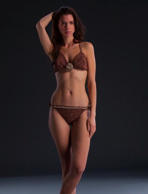 Female model photo shoot of Anayah London and emeliestenman