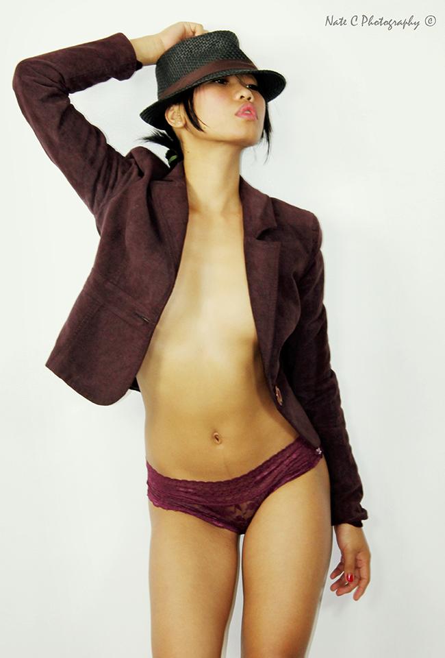 http://photos.modelmayhem.com/photos/130605/07/51af4ea7cfdbb.jpg