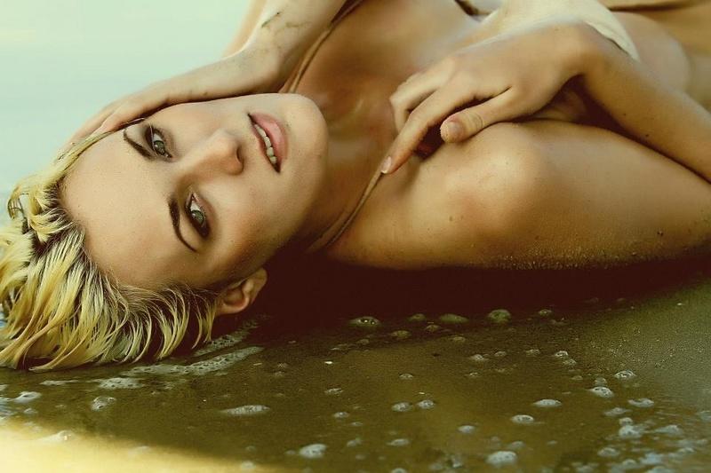 Female model photo shoot of Lisa by KatoCeaser in Hermosa Beach, CA