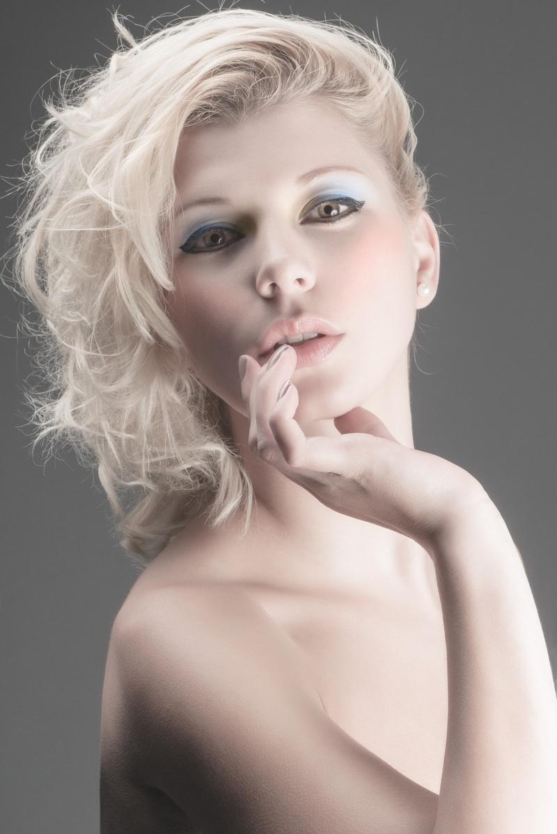 http://photos.modelmayhem.com/photos/130617/15/51bf87a8cf1c2.jpg