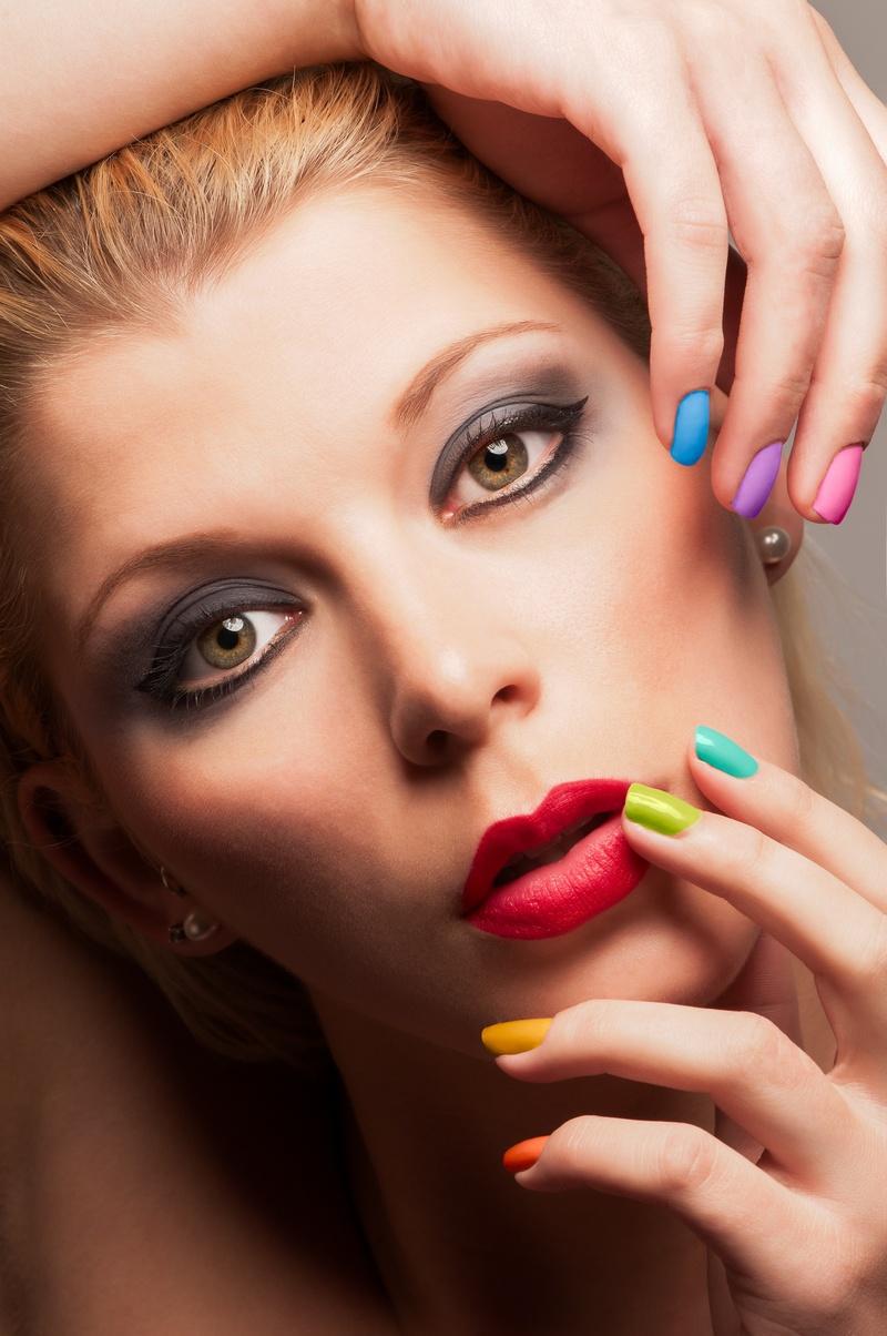 http://photos.modelmayhem.com/photos/130617/15/51bf8bf4ae4f9.jpg