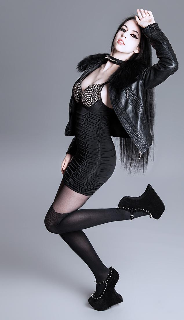 http://photos.modelmayhem.com/photos/130626/18/51cb967be6cf1.jpg