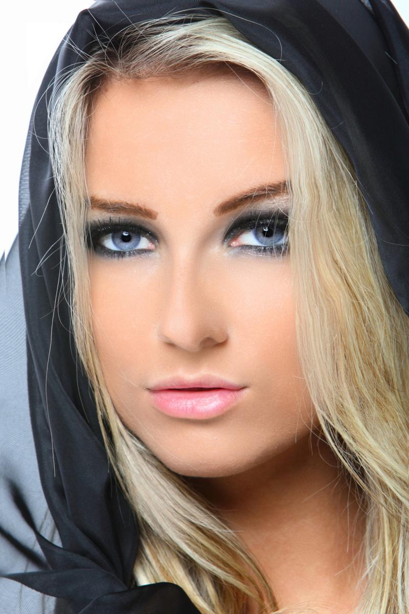 http://photos.modelmayhem.com/photos/130628/13/51cdf0baa0838.jpg
