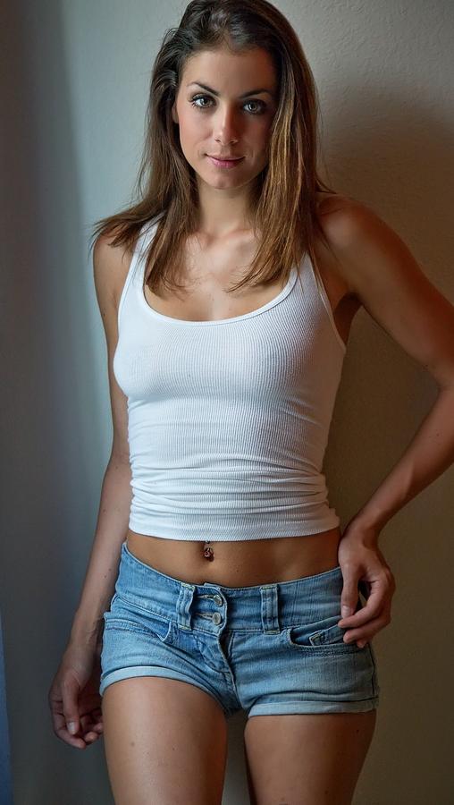 http://photos.modelmayhem.com/photos/130702/21/51d3aa5c9ab91.jpg
