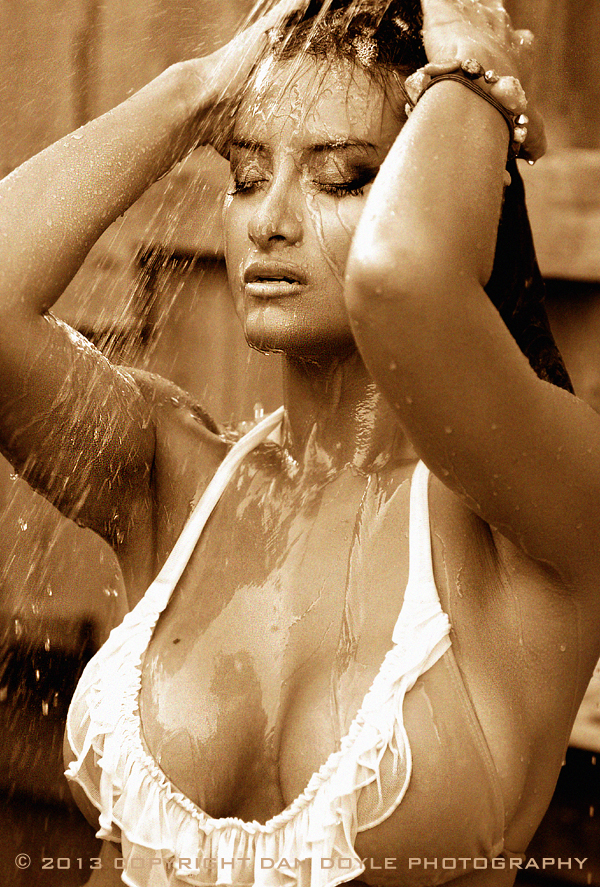 http://photos.modelmayhem.com/photos/130703/09/51d457dc61c59.jpg