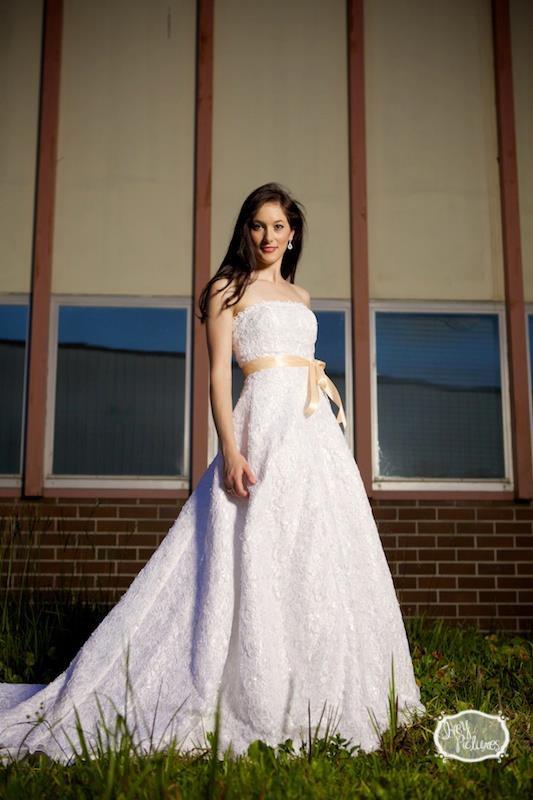 Female model photo shoot of Valerie Kelley