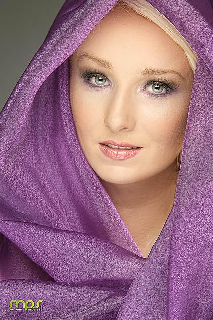 http://photos.modelmayhem.com/photos/130707/16/51d9fb5bd2e33.jpg