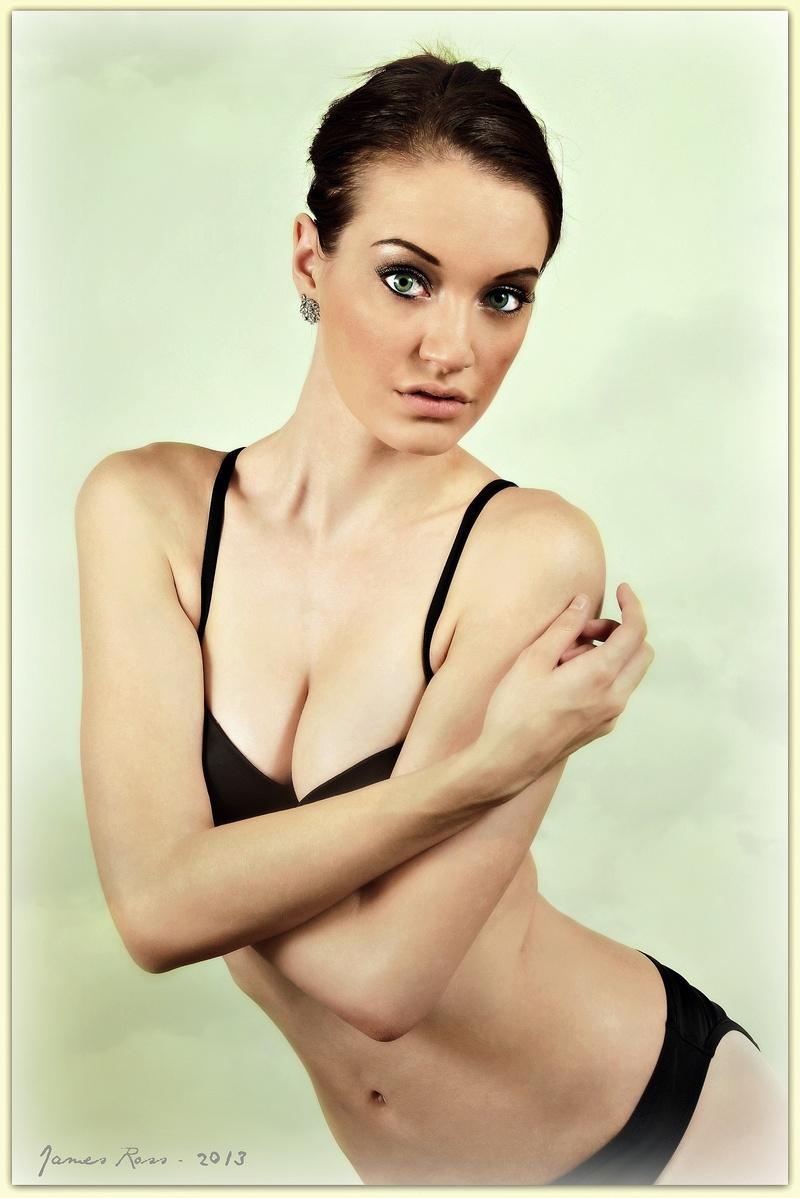 http://photos.modelmayhem.com/photos/130711/08/51ded3acf3f0d.jpg