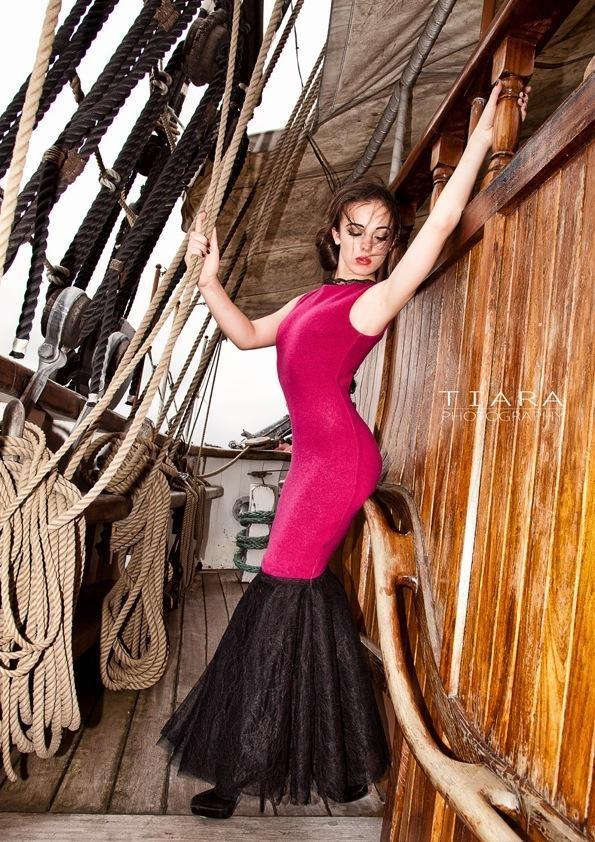 Female model photo shoot of Karina Zujewska