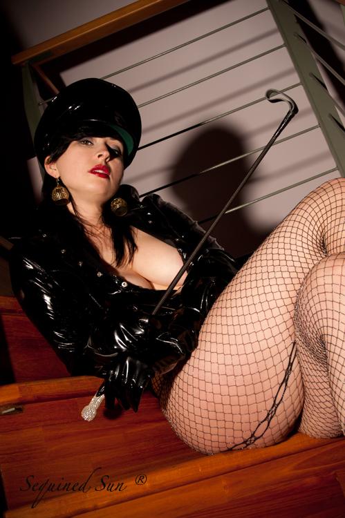 http://photos.modelmayhem.com/photos/130716/14/51e5bd12af73d.jpg