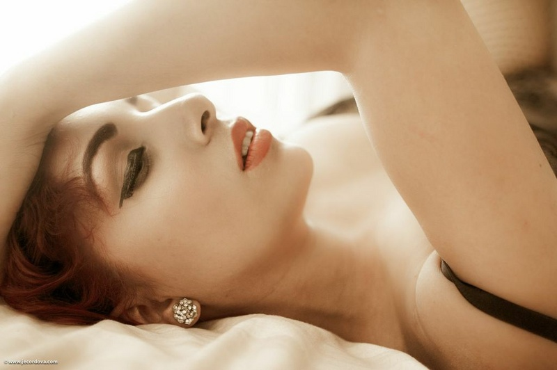 Female model photo shoot of Elizabeth09