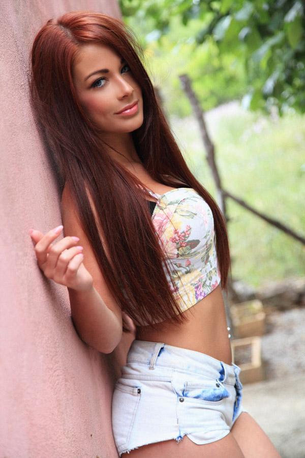 Female model photo shoot of Jessica Laura Mae