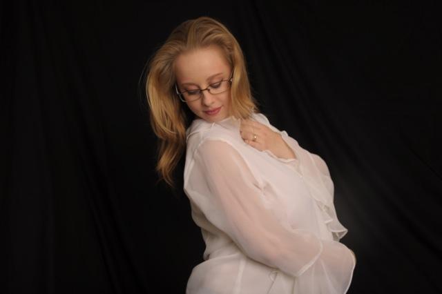 Female model photo shoot of Vee Ascian