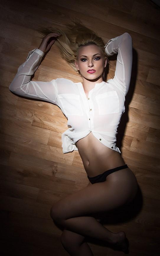 http://photos.modelmayhem.com/photos/130719/10/51e97cf9235c3.jpg
