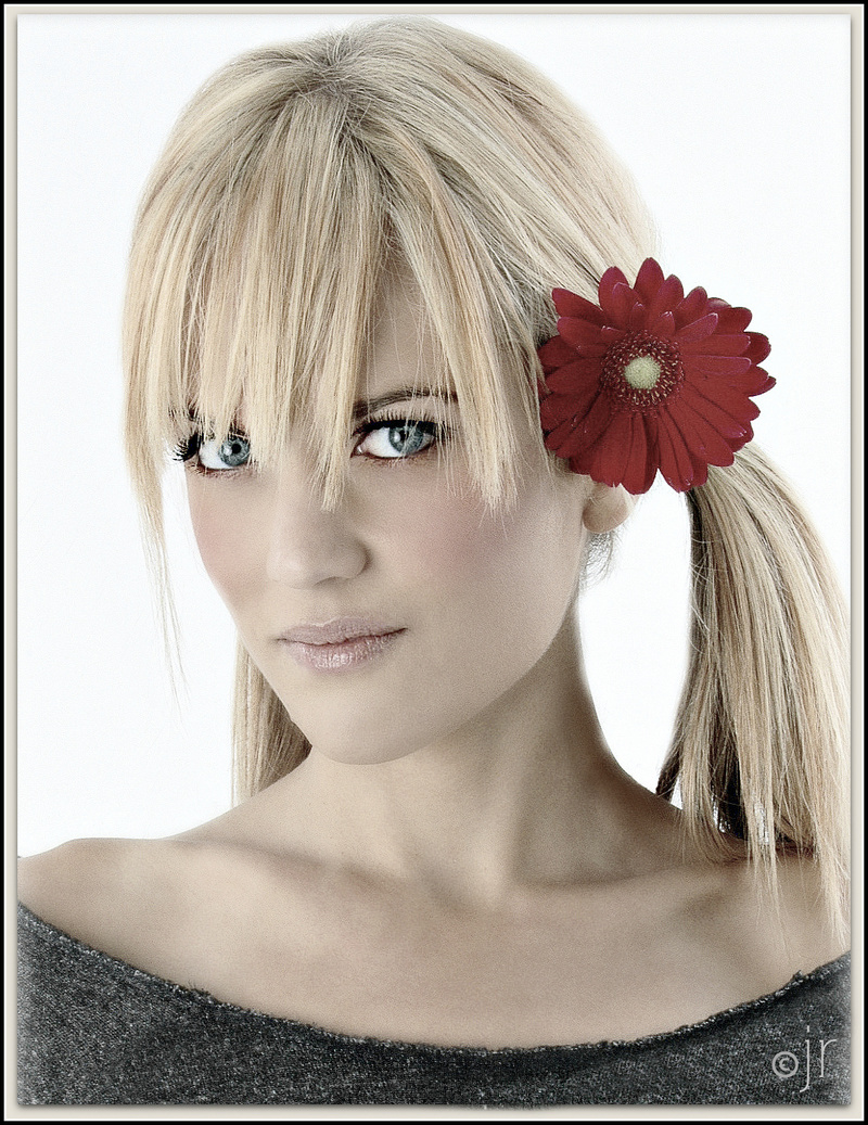 http://photos.modelmayhem.com/photos/130731/22/51f9ebdf0b666.jpg