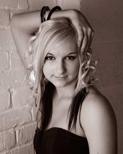 Female model photo shoot of Nicole-louise122