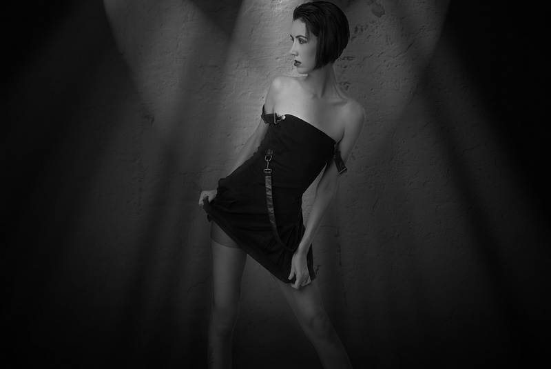 http://photos.modelmayhem.com/photos/130811/22/5208701017d2a.jpg