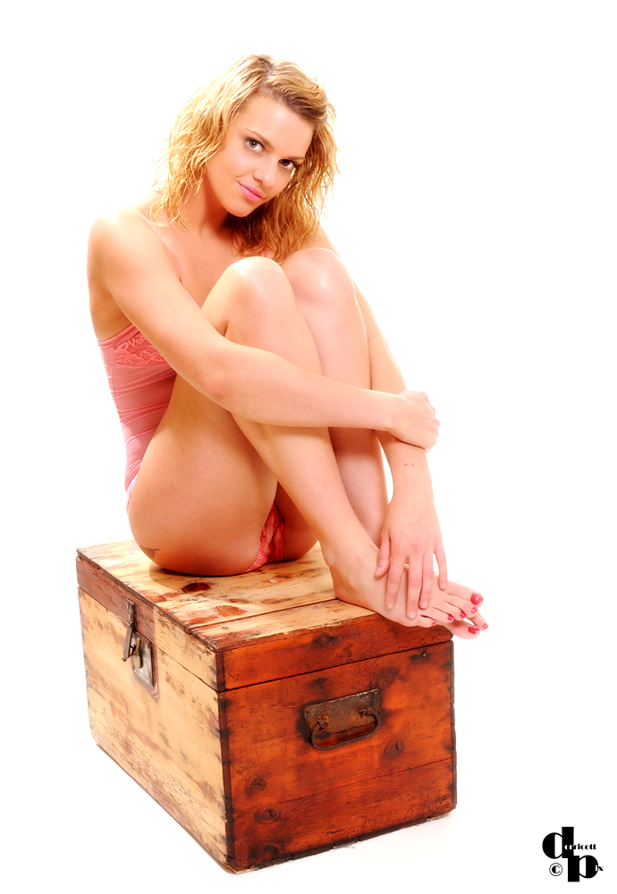 http://photos.modelmayhem.com/photos/130813/13/520a9b5443c71.jpg
