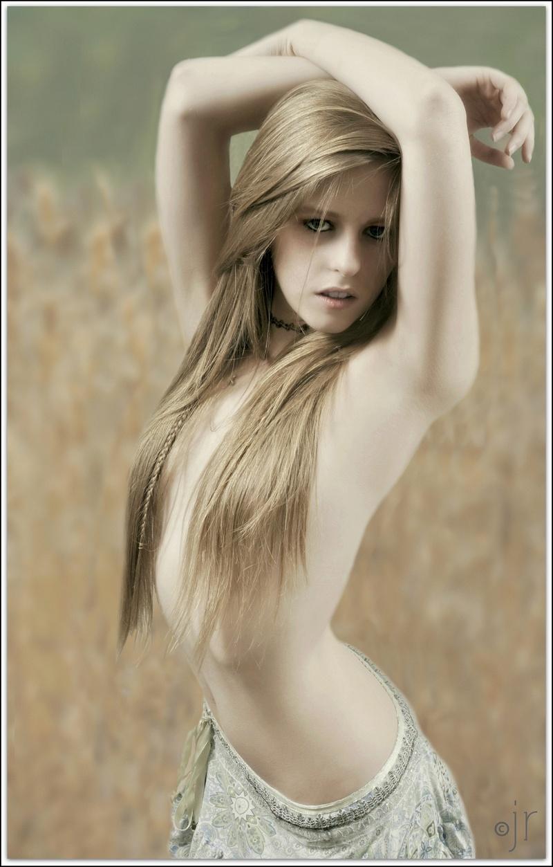 https://photos.modelmayhem.com/photos/130818/00/52107bcacef48.jpg