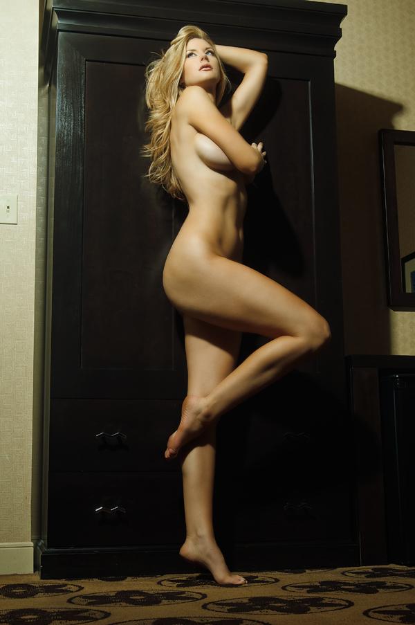 https://photos.modelmayhem.com/photos/130819/01/5211d17c036ee.jpg