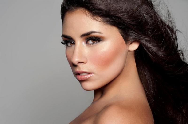 Female model photo shoot of Alus