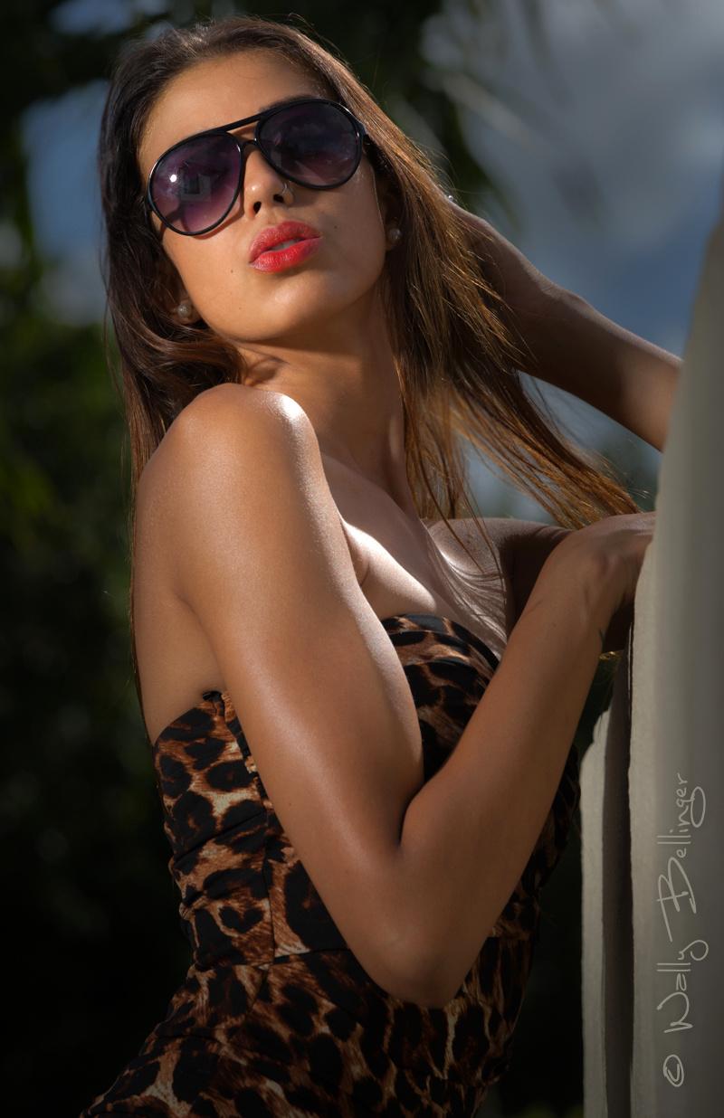 https://photos.modelmayhem.com/photos/130820/23/5214611225f6a.jpg