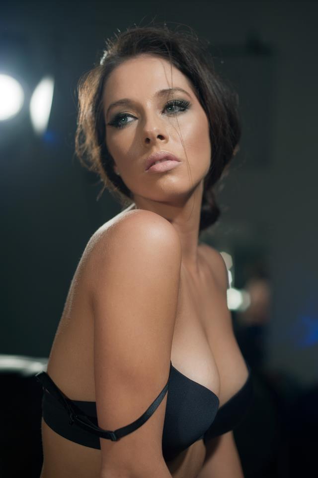 Female model photo shoot of Samantha Taylor 91