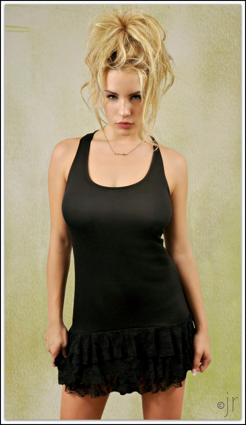 http://photos.modelmayhem.com/photos/130829/18/521ff06439a8c.jpg