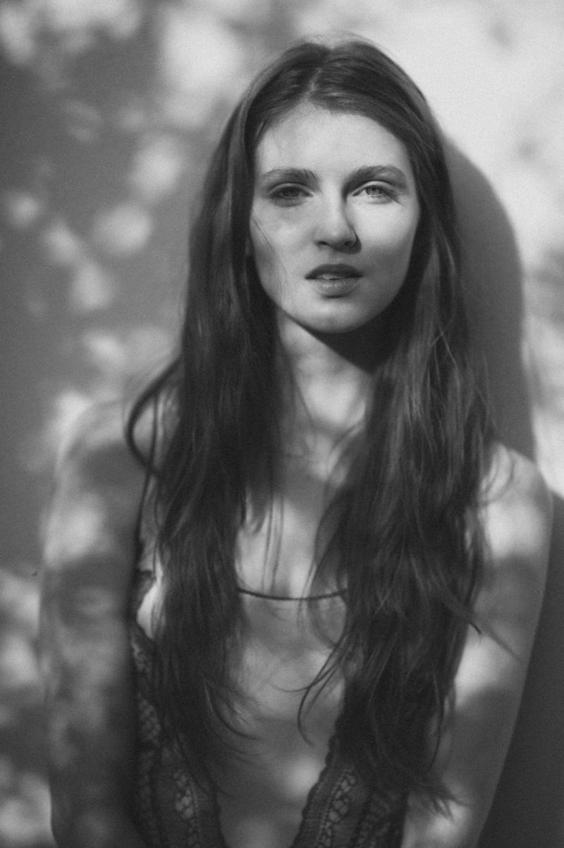 Female model photo shoot of Cassandra Bess