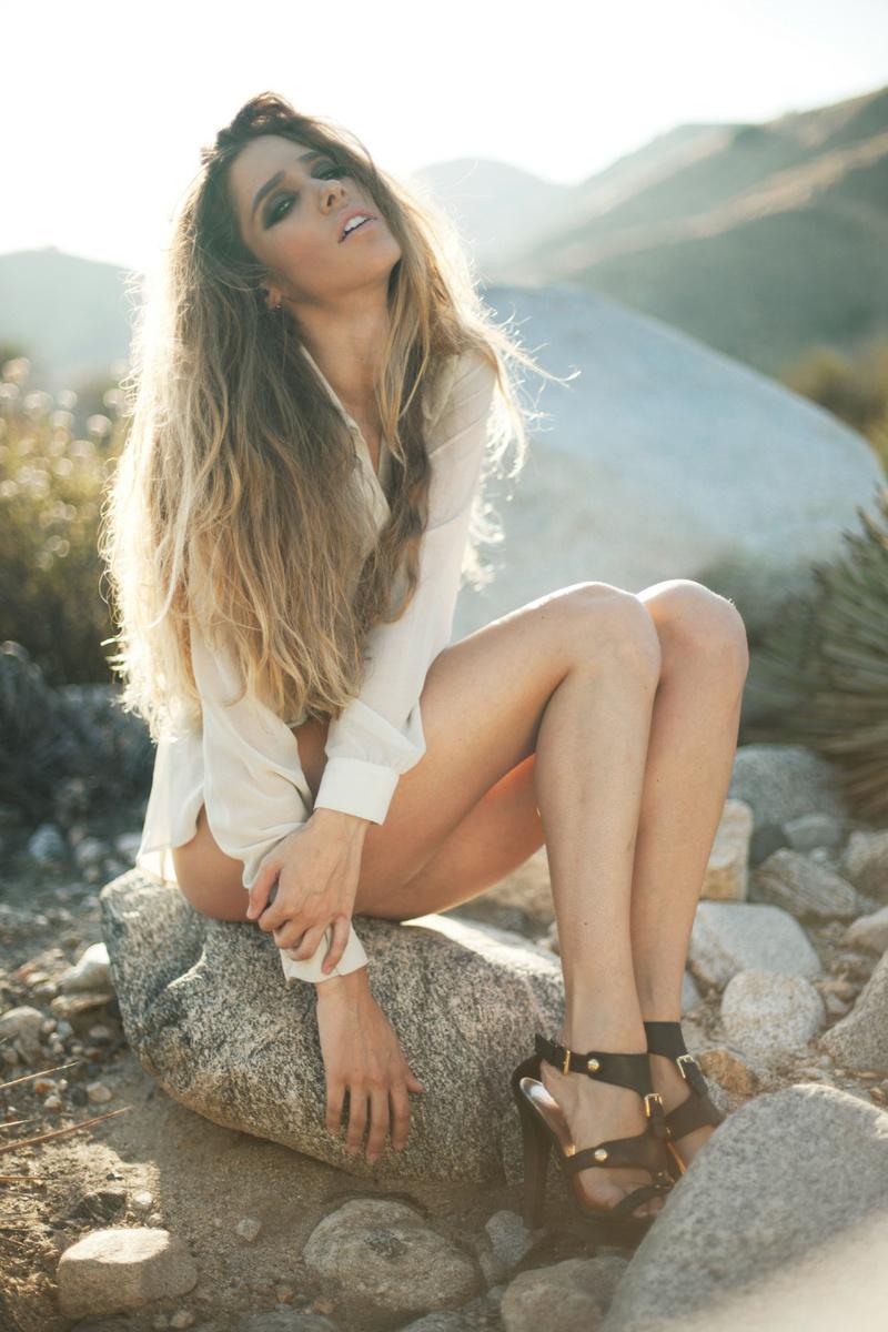 Female model photo shoot of Hannah Harpour