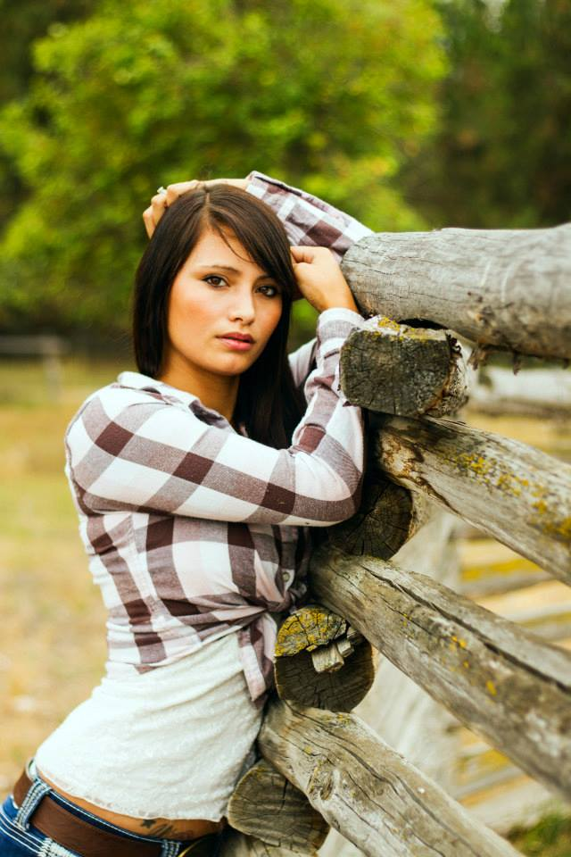 https://photos.modelmayhem.com/photos/130905/12/5228e19a6825e.jpg