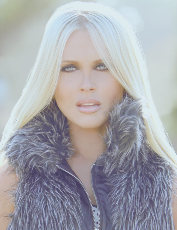 Female model photo shoot of Melissa Dawn Taylor