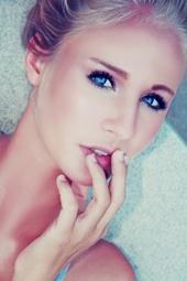 http://photos.modelmayhem.com/photos/130913/05/523309f8d06df_m.jpg