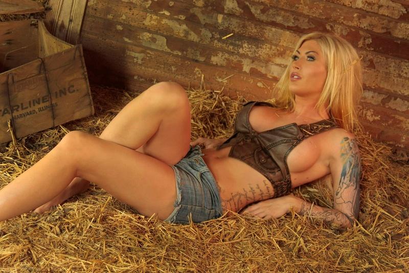 Female model photo shoot of DAWN MARIE