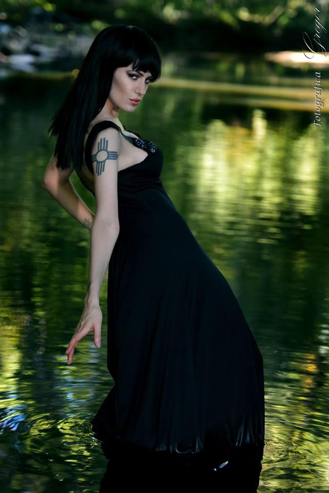 http://photos.modelmayhem.com/photos/130925/05/5242d7086138d.jpg