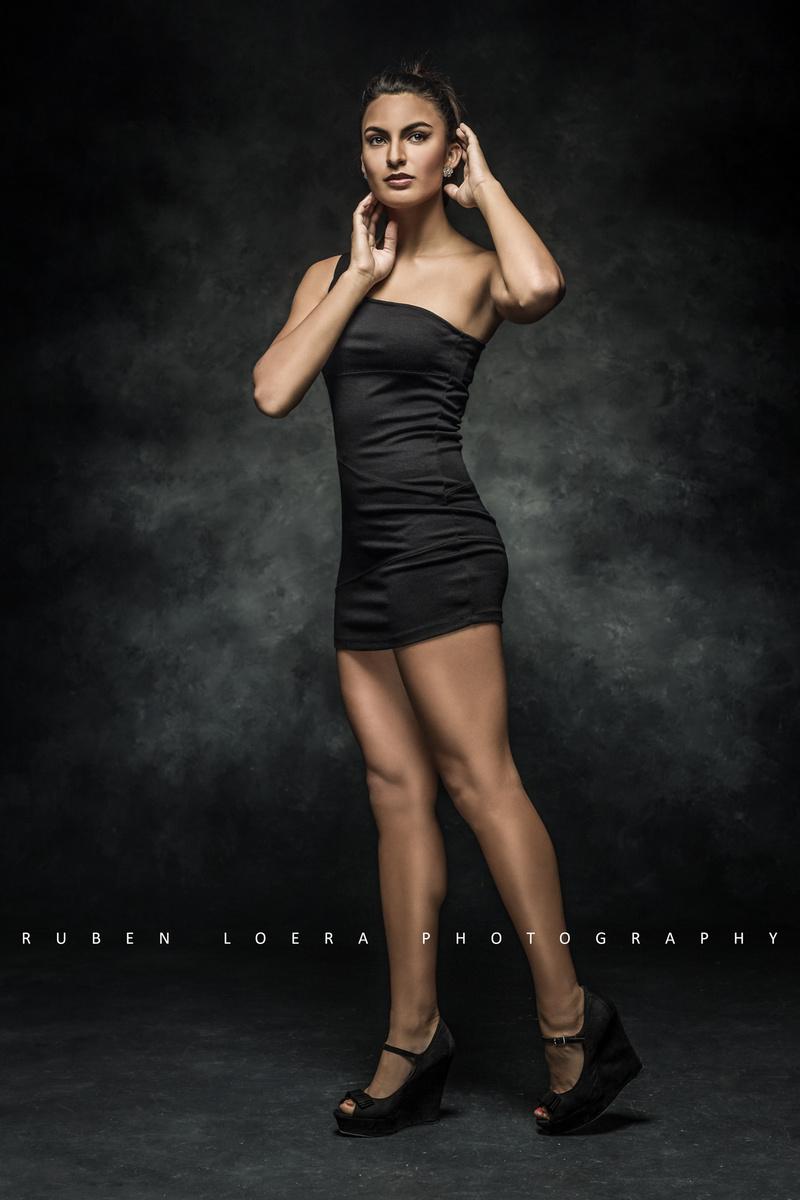 http://photos.modelmayhem.com/photos/130928/23/5247c9df7f09d.jpg