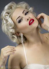 http://photos.modelmayhem.com/photos/131015/23/525e3151c2cdc_m.jpg