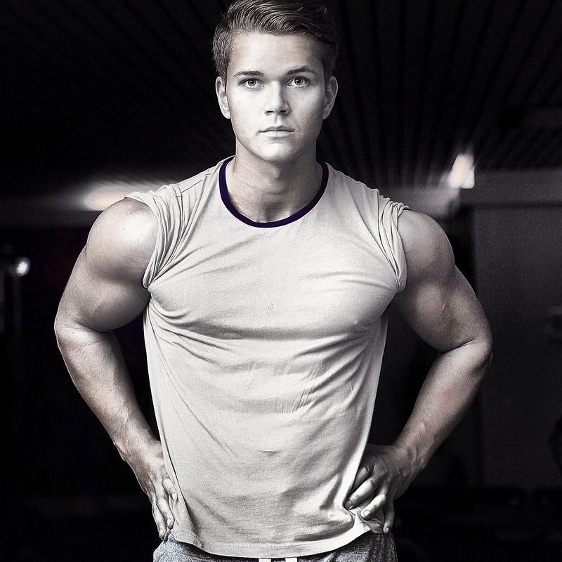 Male model photo shoot of Sanderez