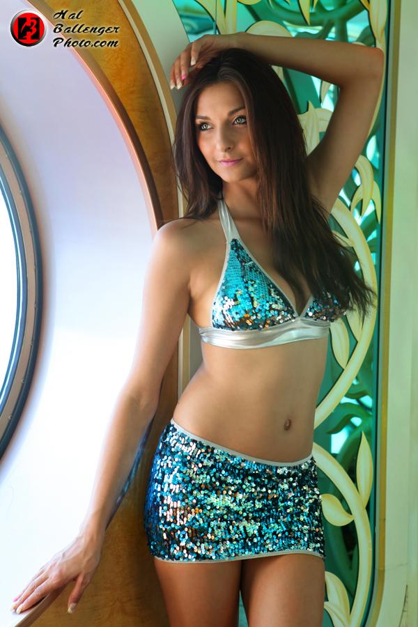 https://photos.modelmayhem.com/photos/131101/16/52743e01e192d.jpg