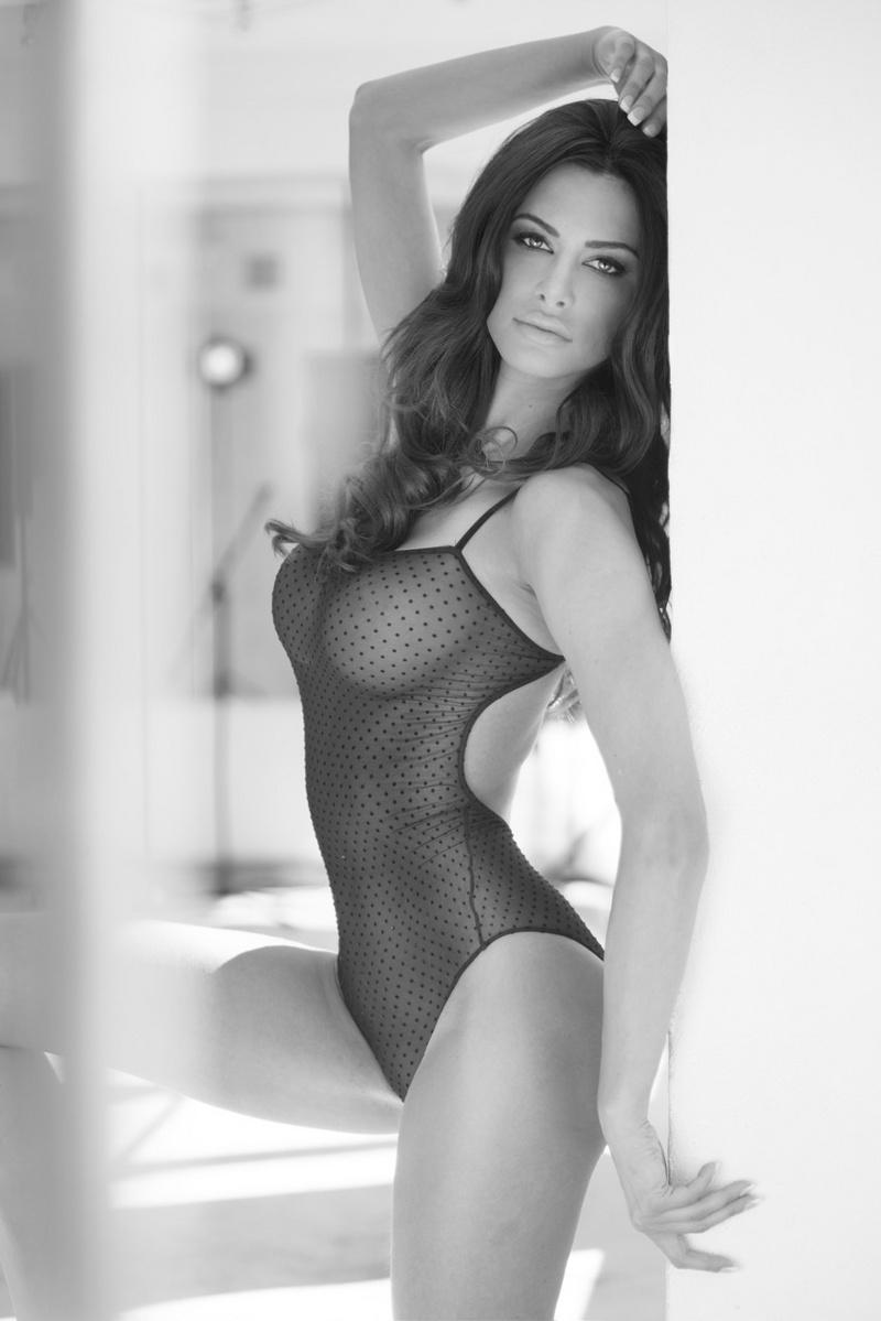 Female model photo shoot of Joanna  Tuczynska